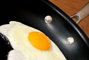 Non-stick pan cooking an egg
